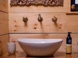 Cosy holiday cabins with full-size bathrooms in Scotland | Sweet Donside Cabins
