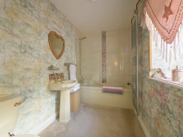 Sweet Donside Cabins and Sweetheart Cottage, holidays in Scotland